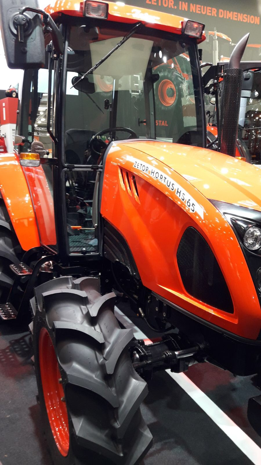 Zetor lance deux nouveaux tracteurs de co-fabrication coréenne