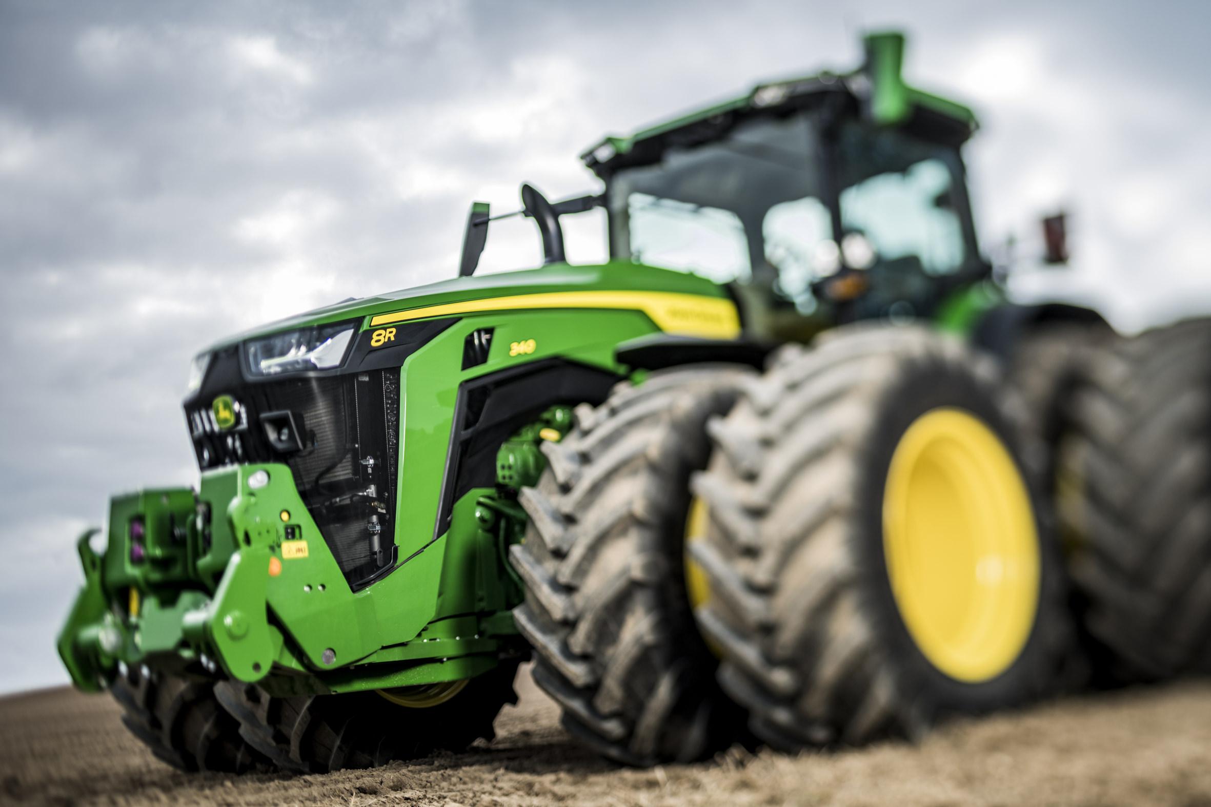 John Deere dévoile ses nouveaux tracteurs 7R et 8R