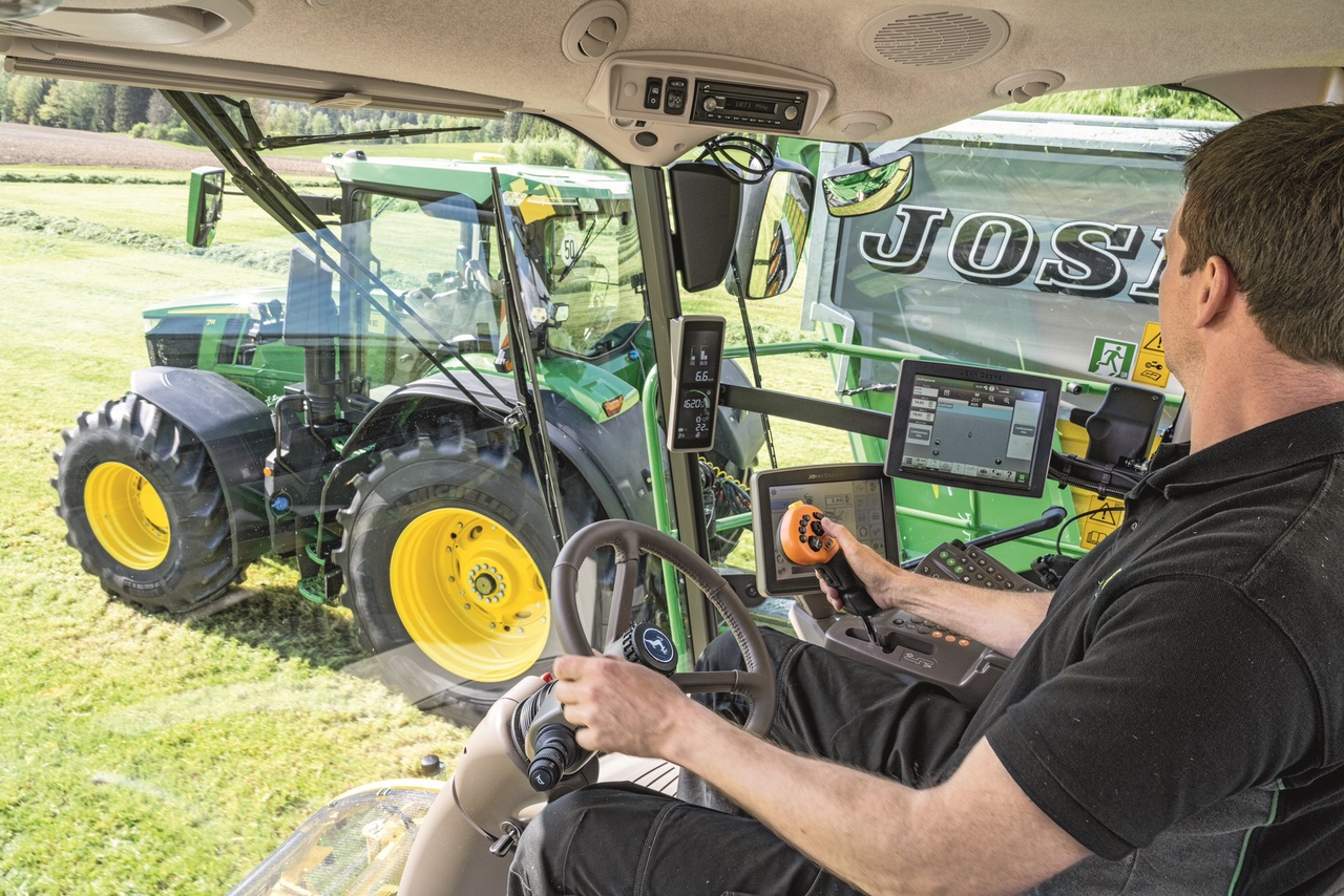 John Deere muscle sa gamme d'ensileuses automotrices