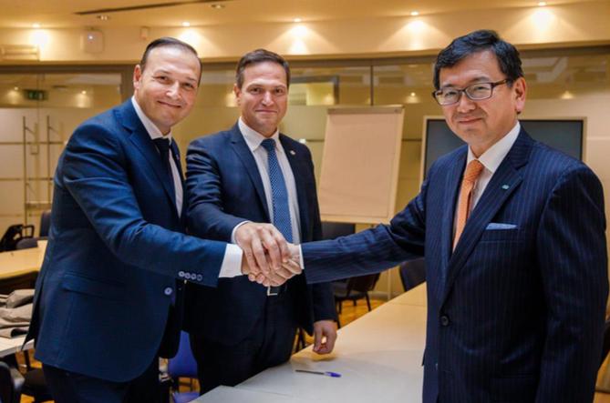 Kubota et KV investissent sur le marché des andaineurs à tapis